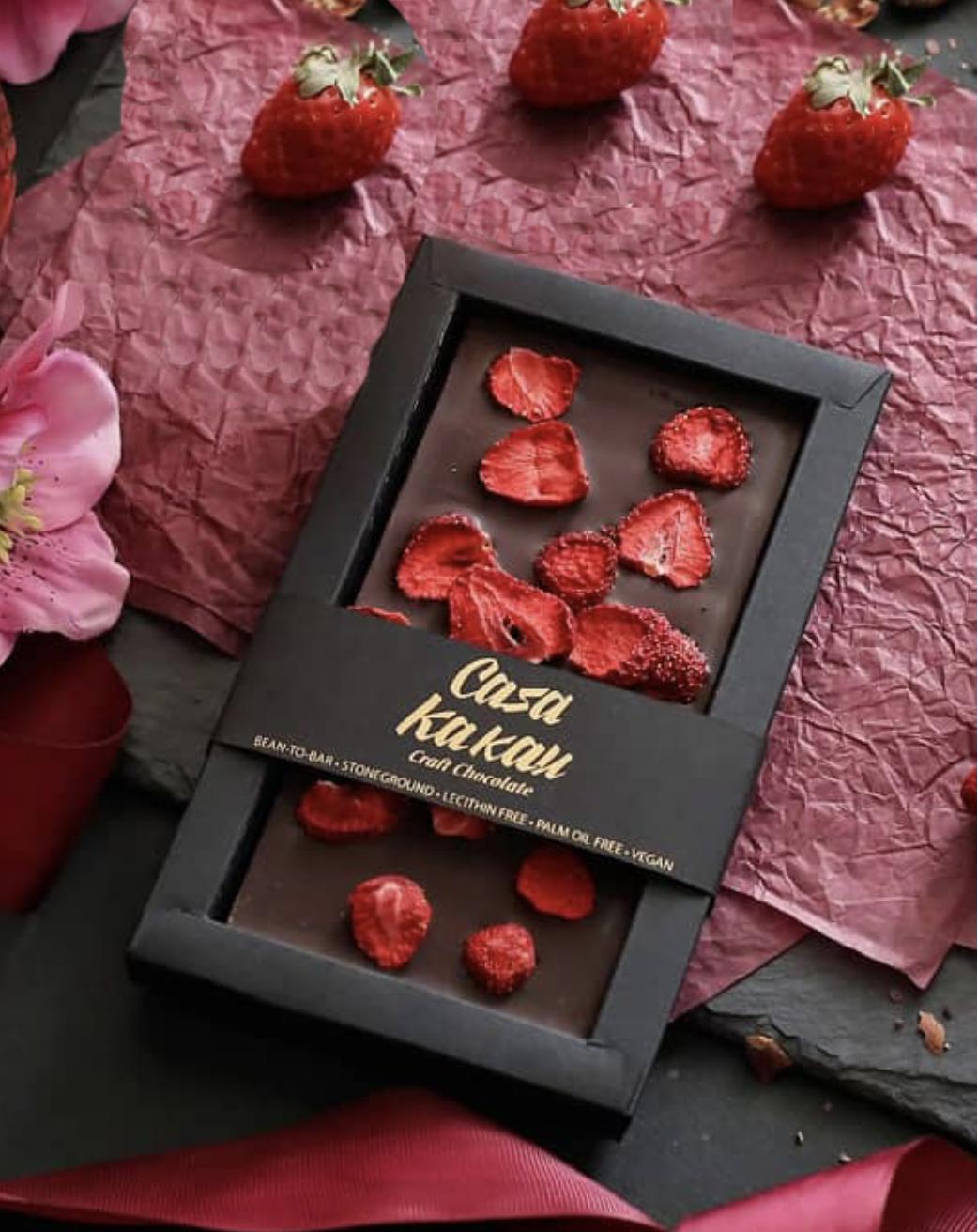CASA KAKAU | Dunkle Schokolade »Dark & Erdbeeren« 63%